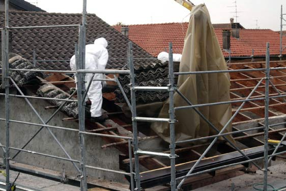 Asbestos-removal-on-the-roof